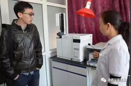 河北民族师范学院领导及专家导师来宝琢酒业参观调研